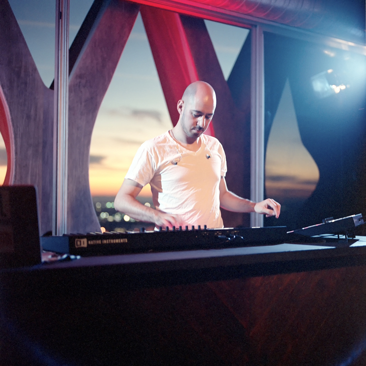Mark de Clive-Lowe practices with Native Instruments Maschine Studio as the sun sets